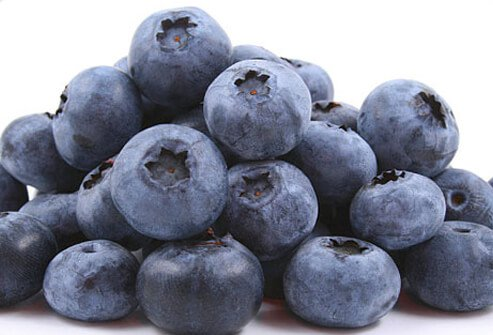 pile of fresh blueberries