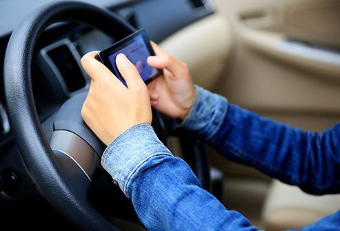 cell-phone-health-dangers-s4-texting-driving