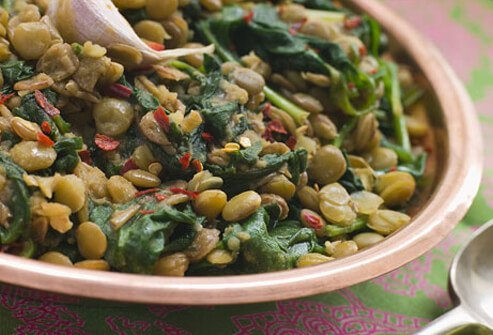 Photo of lentils and spinach, prostate-healthy foods.
