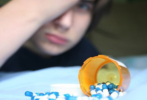 teenage prescription drug abuse Prescription drug abuse can happen at any age, but commonly begins in teens or young adults risk factors for prescription drug abuse include: past or present addictions to other substances, including alcohol and tobacco.